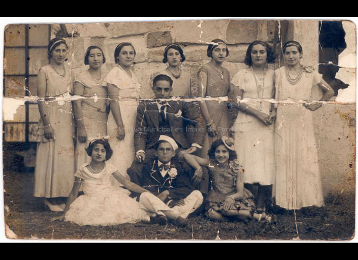 Grupo de teatro. / Autor descoñecido [1930 - 1940 (?)] / PROCEDENCIA: Recollida O Porriño. Album familiar Mª Luz Lores