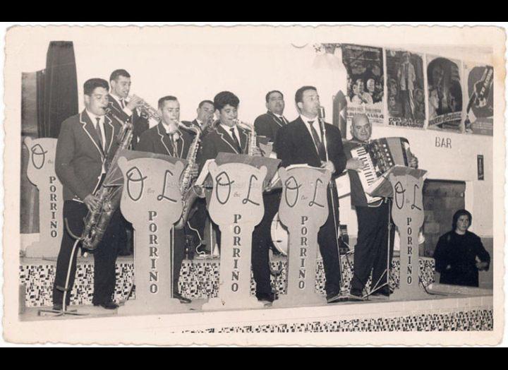 Orquestra Lorenzo. / Autor descoñecido [1962-1963] / PROCEDENCIA: Recollida O Porriño. Album familiar Jesús Rodríguez Crespo