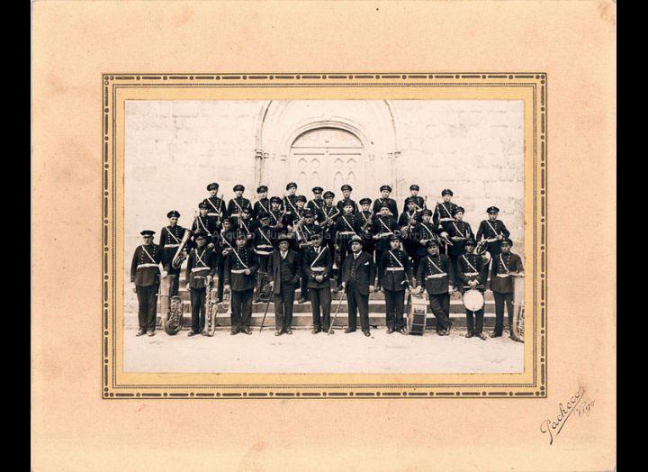 Banda de Música do Porriño dirixida por Faustino Zúñiga. / J. Pacheco [1932-1936] / PROCEDENCIA: Recollida O Porriño. Album familiar Fátima Pereira Pérez