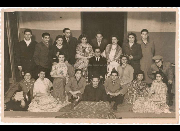 """Actuación teatral no Teatro Cine Diz en beneficio do """"Club Zeltia"""". / Foto Company (Agustín Bermejo ?) [1947] / PROCEDENCIA: Recollida O Porriño. Album familiar de Isabel Domínguez Salgado"""