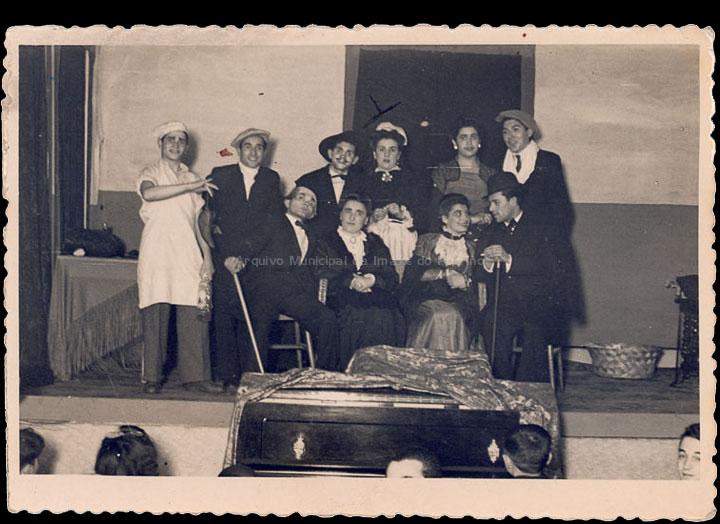Representación teatral no Cine Roxi en beneficio Pro Club Zeltia. / Foto-Cine Company [1943-1947] / PROCEDENCIA: Recollida O Porriño. Álbum familiar de Isabel Domínguez Salgado