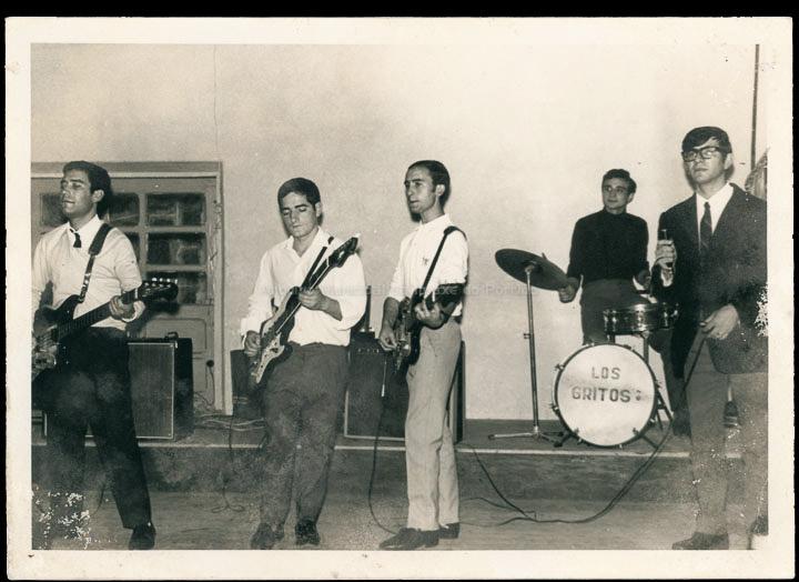 Conxunto musical Los Gritos. / Fotografía Lino (Tui) [outubro de 1967] / PROCEDENCIA: Recollida O Porriño. Álbum familiar de José Navarro Rubio
