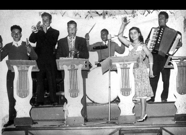 Orquestra Los González. / Autor descoñecido [1960-1970 (?)] / PROCEDENCIA: Libro Crónica Gráfica de Budiño