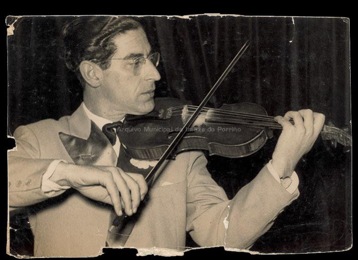O violinista Bernardo Giráldez del Campo. / Autor descoñecido [1950-1960 (?)] / PROCEDENCIA: Album familiar de Bernardo Giráldez Saborido