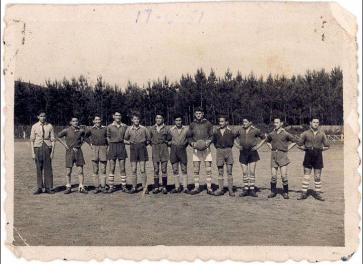 Furia F. C. / Bermejo - Company [17-06-1951] / PROCEDENCIA: Recollida O Porriño. Album familiar Joaquín Diz Tato