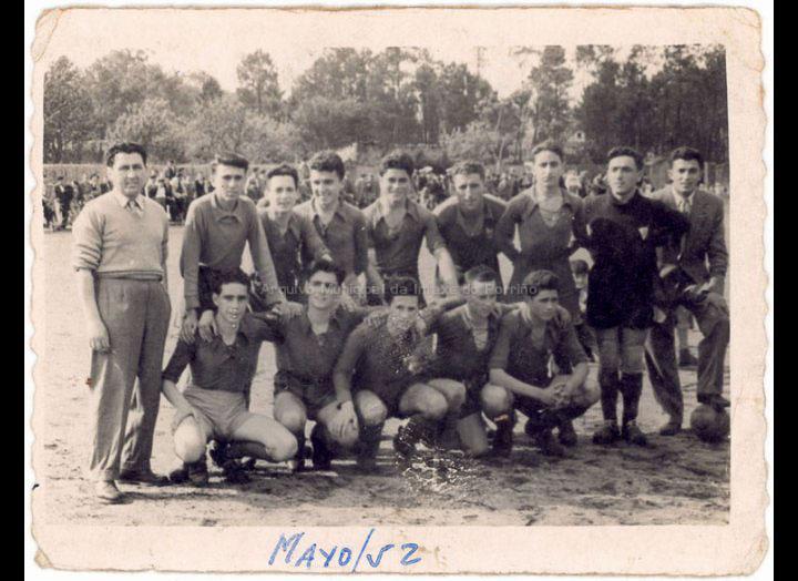 Porriño F. C. / Foto Ramiro [04-05-1952] / PROCEDENCIA: Recollida O Porriño. Album familiar Joaquín Diz Tato