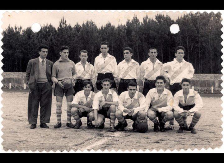Loriña F. C. / Foto Ramiro [20-04-1954] / PROCEDENCIA: Recollida O Porriño. Album familiar Joaquín Diz Tato
