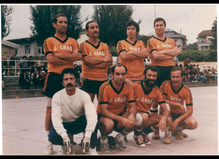 """Equipo """"J. Gradín"""" no campionato de futbito do C.R.C. / Autor descoñecido [02-07-1980] / PROCEDENCIA: Recollida O Porriño. Album familiar Joaquín Diz"""