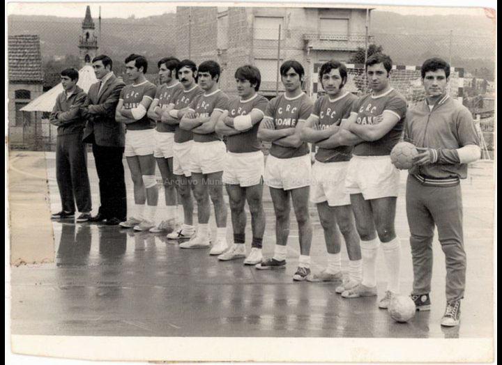 Equipo de futbito C.R.C. – Xoane no campionato de futbito do C.R.C. / Foto Pako [1970 –1980 (?)] / PROCEDENCIA: Recollida O Porriño. Album familiar José Rodríguez Pérez