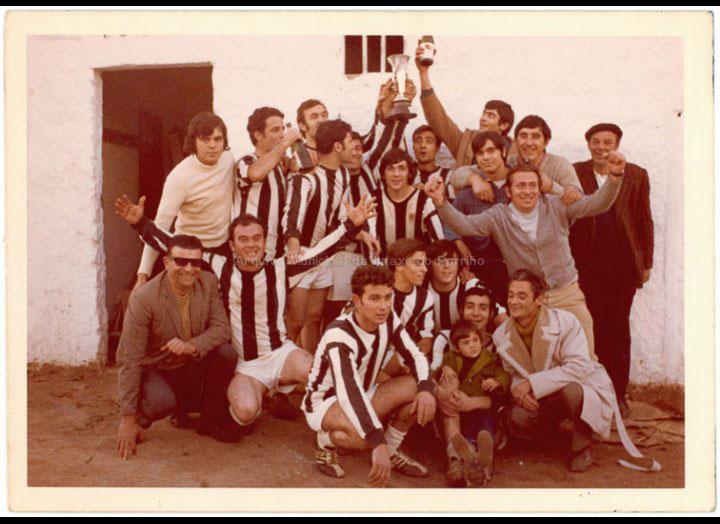 Equipo de futbol / Autor descoñecido [1970 – 1985 (?)] / PROCEDENCIA: Recollida O Porriño. Album familiar José Rodríguez Pérez