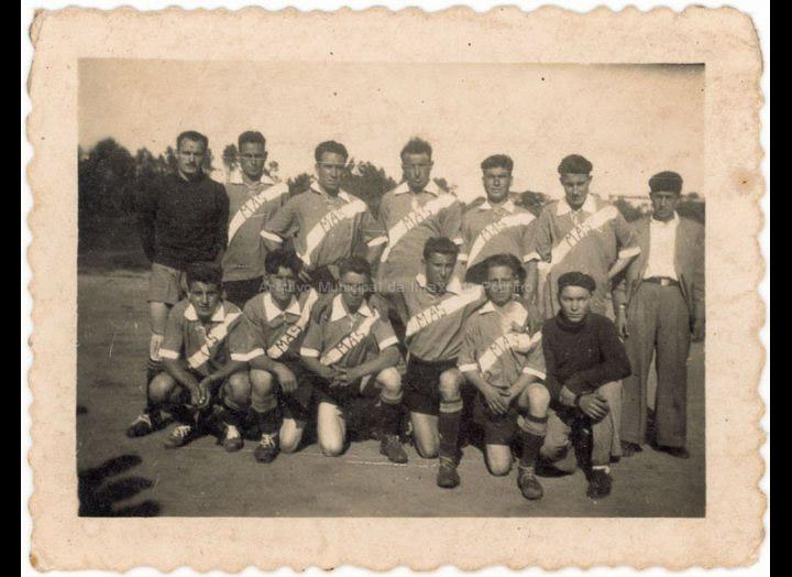 Equipo de fútbol Cerámicas M.A.S. / Autor descoñecido [1940-1960 (?)] / PROCEDENCIA: Recollida Budiño. Album familiar Mª Carmen Martínez Bacelo