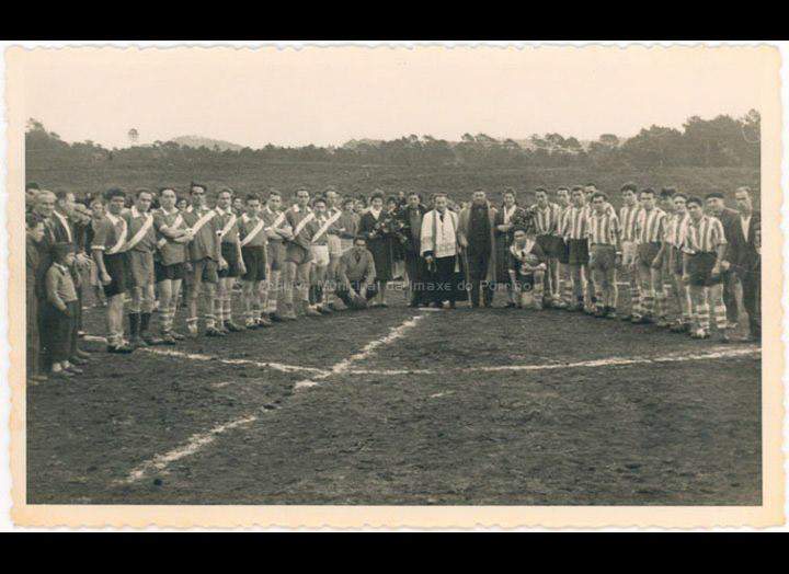 Inauguración do campo de fútbol das Reolas de Budiño / Foto Balbino Ramírez [1950-1960 (?)] / PROCEDENCIA: Recollida Budiño. Album familiar Carmen Fernández Burgo