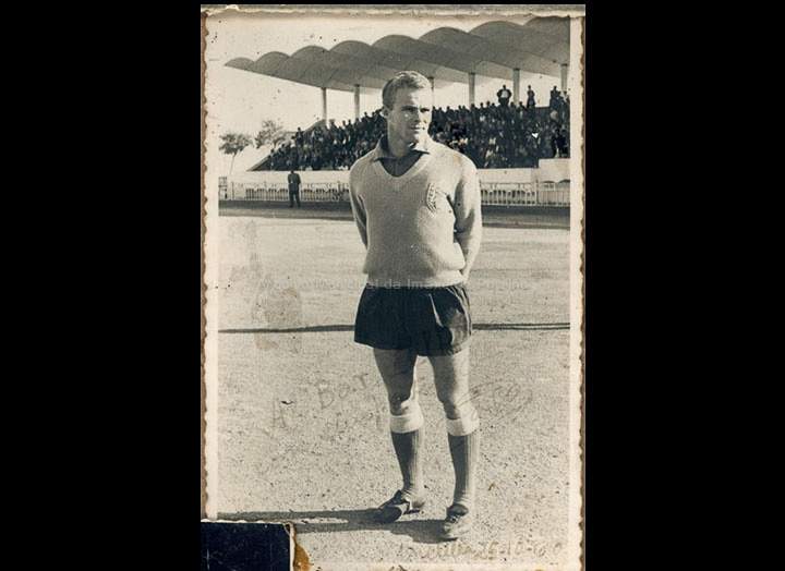 José Tato, porteiro no Melilla F. C. / Autor descoñecido [ 25/10/1960] / PROCEDENCIA: Recollida O Porriño. Cedida por Mª Josefa Rodríguez Pérez