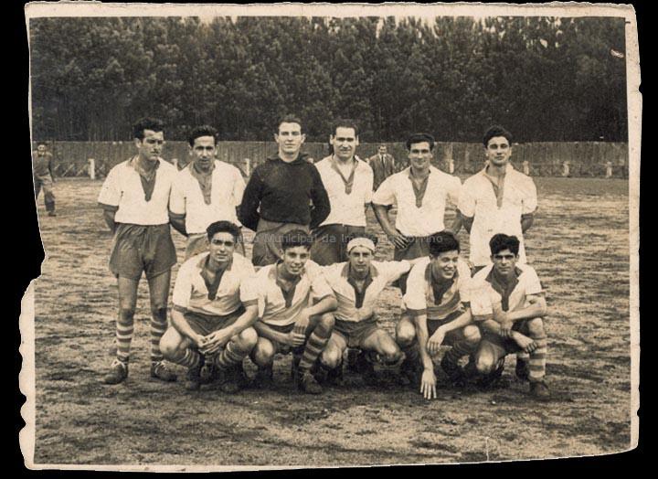 Clube de fútbol Imperial de Carracido. / Foto Ramiro [ 1940-1950 (?)] / PROCEDENCIA: Recollida Carracido. Álbum familiar de Montserrat González González