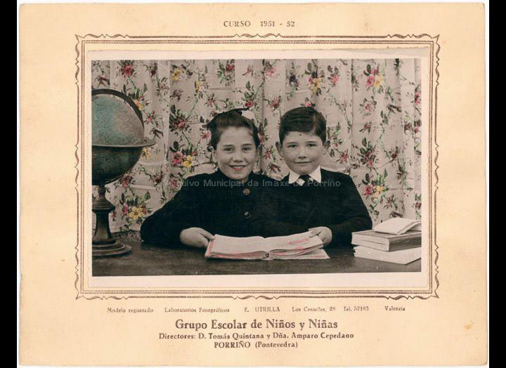 Josefa e Julián Sío Casales na escola / Laboratorios Fotográficos E. Utrilla (Valencia) [1951-1952] / PROCEDENCIA: Recollida O Porriño. Album familiar Josefa Sío Casales