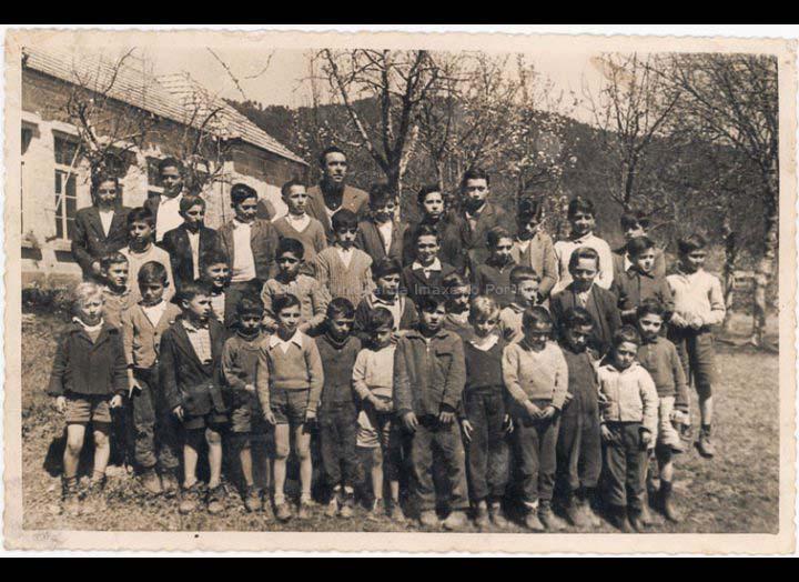 Grupo de alumnos da escola de nenos de Chenlo / Autor descoñecido [Ca. 1962] / PROCEDENCIA: Recollida Chenlo. Album familiar Mª del Mar Barreiro Vilanova