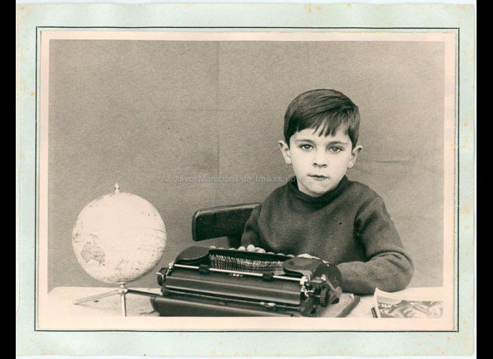 Retrato escolar de Enrique Ucha Lorenzo / Foto Paco (Pontevedra) [1968-1969] / PROCEDENCIA: Recollida Budiño. Album familiar Enrique Ucha Lorenzo