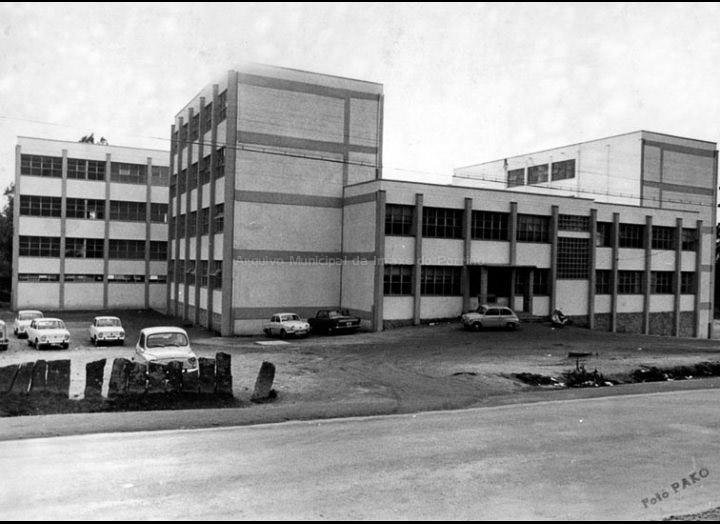 """Instituto de Ensino Secundario """"Pino Manso"""" pouco despois da súa inauguración / Foto Pako [1966] / PROCEDENCIA: Arquivo do I.E.S. """"Pino Manso"""""""