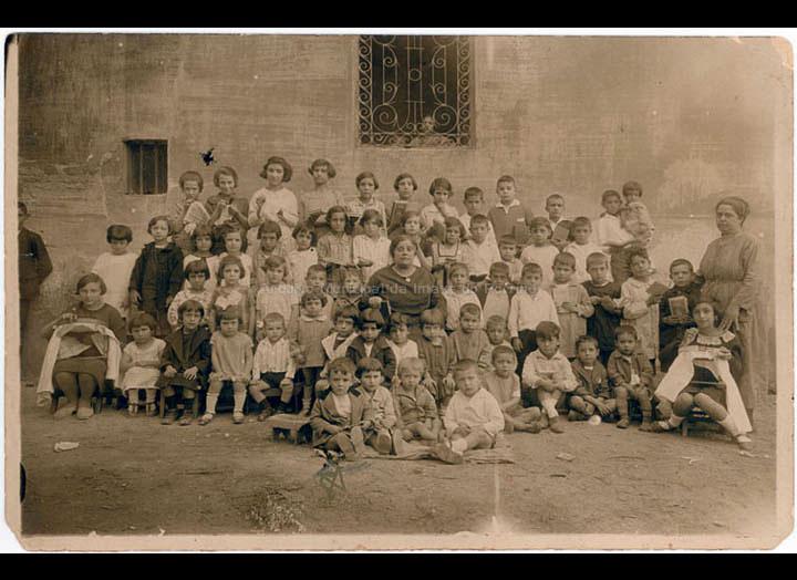 """Grupo de alumnos da escola particular das irmás Margarita e Adela Lanzós """"as Margaritas"""" / Autor descoñecido [Ca. 1925] / PROCEDENCIA: Recollida O Porriño. Album familiar de Mª Consuelo Bermejo Prada"""