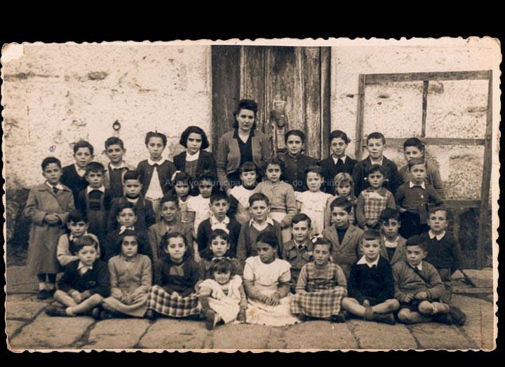 Escola particular de Ángeles Rodríguez Ares. / Autor descoñecido [1949-1950] / PROCEDENCIA: Recollida O Porriño. Álbum familiar de Ramón Iglesias Pereiro