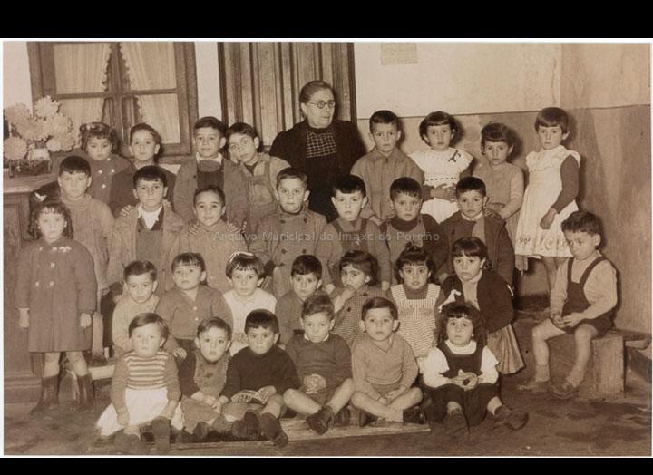 """Colexio particular """"Virgen del Carmen"""" de Obdulia Fornos. / Autor descoñecido [1954-1955] / PROCEDENCIA: Recollida O Porriño. Álbum familiar de Carlos Lorenzo González"""