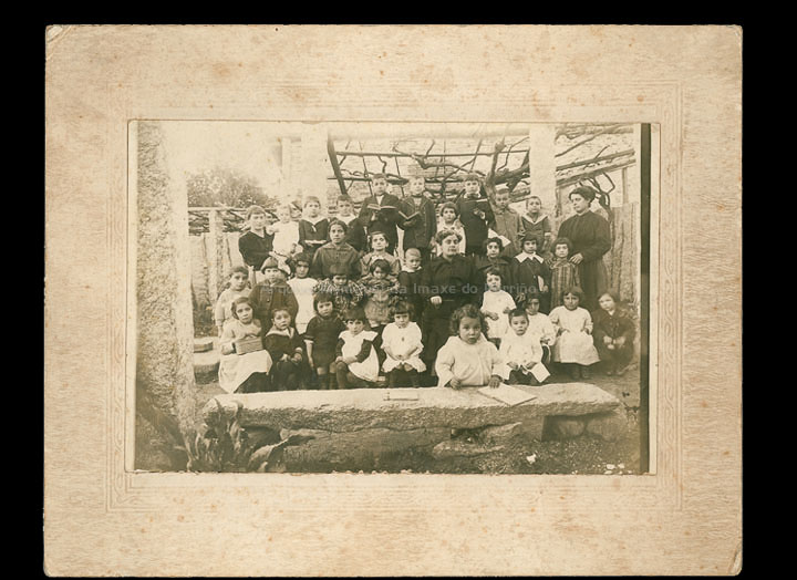 Escola particular das irmás Margarita e Adela Lanzós Taboada. / Autor descoñecido [1910 – 1920 (?)] / PROCEDENCIA: Cedida por Manuel Lamas Estévez (Familia Miranda)