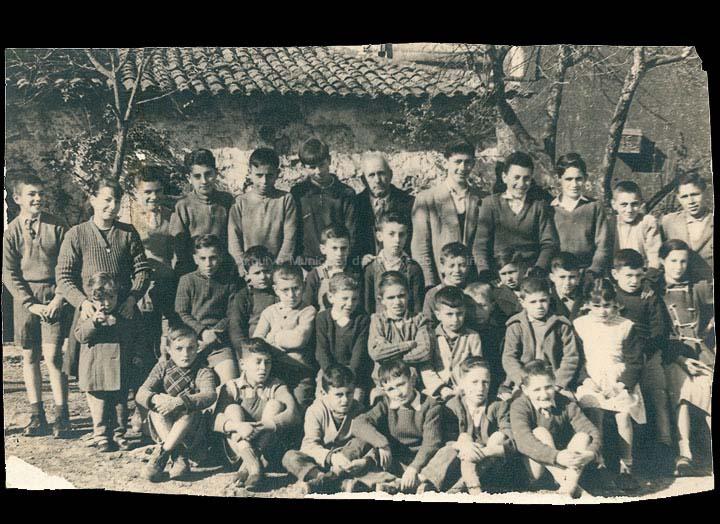 Escola particular de Ramiro Legazpi Valín. / Fotografía Carballido (Vigo) [Ca. 1957] / PROCEDENCIA: Recollida O Porriño. Álbum familiar de Ramón Legazpi Miniño