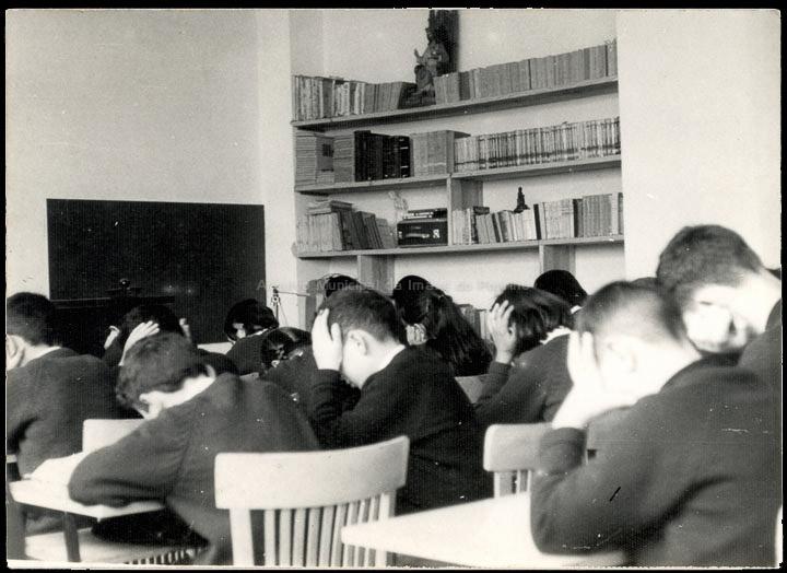 """Colexio """"Casales"""". Hora de estudio. / Autor descoñecido. Jesús Casales (?) [1963-1973] / PROCEDENCIA: Cedida por Consuelo Bermejo Prada"""