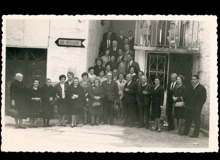 Mestres e mestras do Porriño e Mos nunha xuntanza con motivo do día do maxisterio. / Foto Ramiro [Ca. 1961] / PROCEDENCIA: Cedida por Rosa Areal Quinteiro