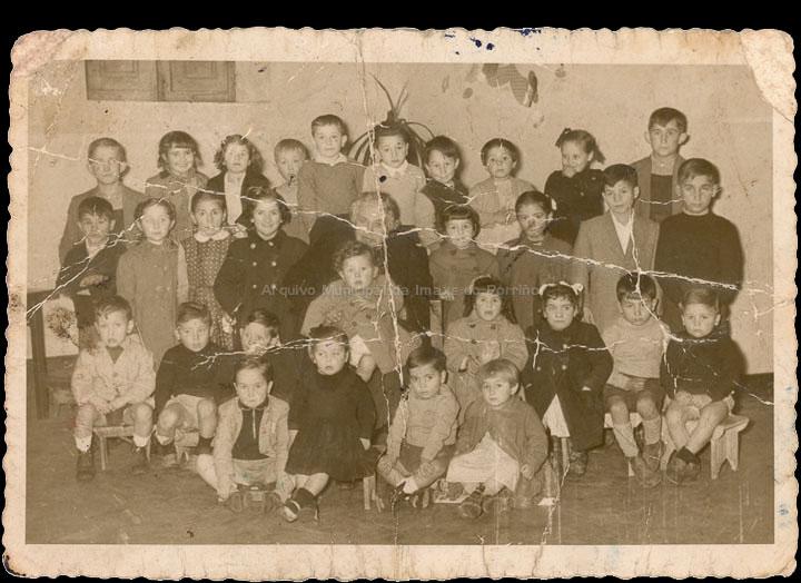 Escola particular de Margarita Lanzós Taboada. / Laboratorios fotográficos E. Utrilla (Valencia) [Ca. 1953] / PROCEDENCIA: Recollida O Porriño. Álbum familiar de Manuel González Rodríguez