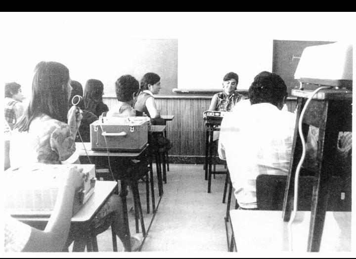 "Colexio ""Casales"". O centro contaba cos máis avanzados medios tecnolóxicos para o apoio didáctico como magnetófonos, retroproxectores, tomavistas e proxector de cine doméstico, etc. / Jesús Casales [1972] / PROCEDENCIA: Cedida por Consuelo Bermejo Prada"