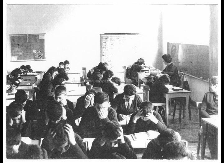 """Colexio """"Casales"""". Hora de estudio. / Jesús Casales [1963-1973] / PROCEDENCIA: Cedida por Consuelo Bermejo Prada"""