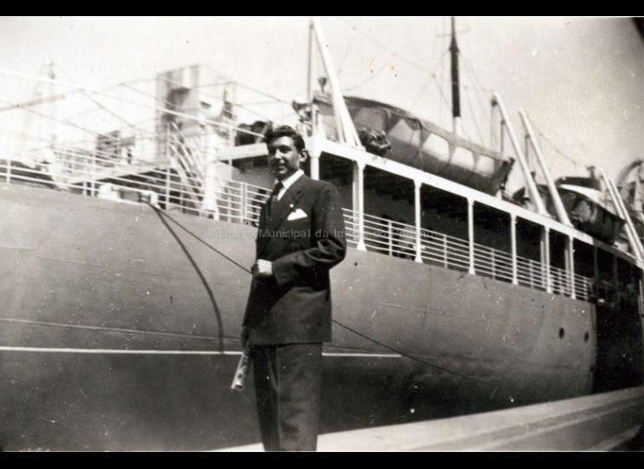Basilio Vila, emigrante de Torneiros embarcando en Bos Aires cara ao Brasil. / Autor descoñecido [1953] / PROCEDENCIA: Recollida Torneiros. Album familiar de Basilio Vila Lorenzo
