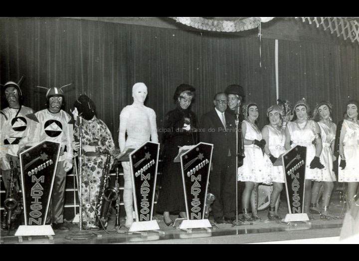 Concurso de disfraces no C.R.C.. / Autor descoñecido [1964 - 1970] / PROCEDENCIA: Recollida O Porriño. Album familiar de Josefa Sío Casales