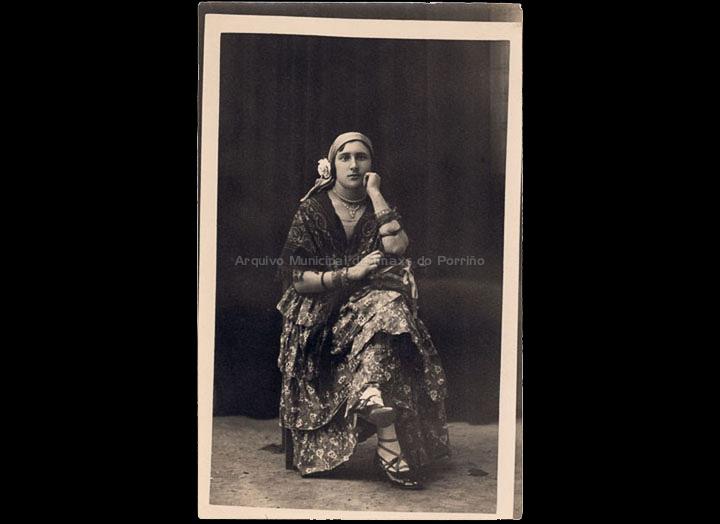 Muller disfrazada de folclórica andaluza. / José Moreira [1928-1950 (?)] / PROCEDENCIA: Arquivo Moreira