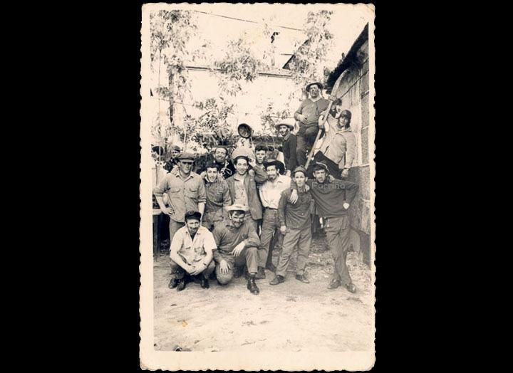 Participantes do Xogo da Ola. / Foto Ramiro [1950-1965 (?)] / PROCEDENCIA: Recollida O Porriño. Álbum familiar de Carmen Domínguez Estévez