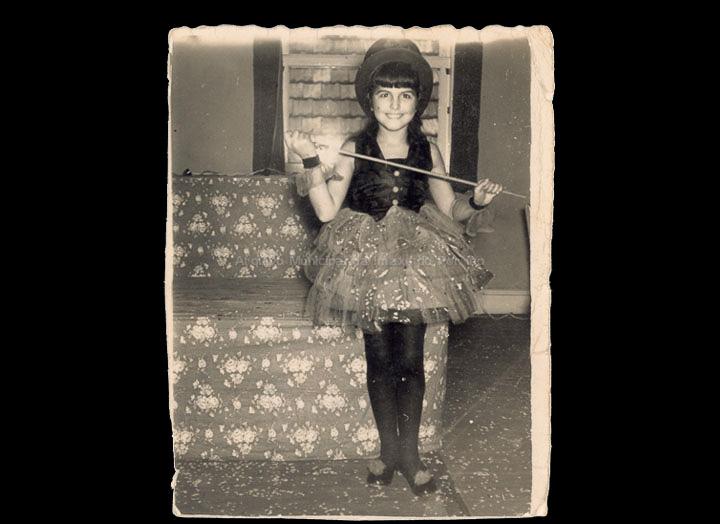 Mª José Giráldez disfrazada de maioret. / Foto Ramiro [1945-1955 (?)] / PROCEDENCIA: Recollida O Porriño. Álbum familiar de Bernardo Giráldez Saborido