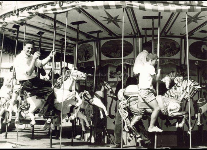 Atraccións nas festas do Cristo. / Foto Ramiro [1958 - 1963 (?)] / PROCEDENCIA: Recollida O Porriño. Album familiar de Josefa Sío Casales