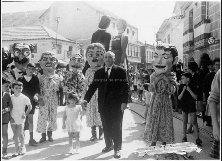Cabezudos nas festas do Cristo. / Agustín Bermejo [1950 - 1970 (?)] / PROCEDENCIA: Fondo Juan Manuel Areal Grova