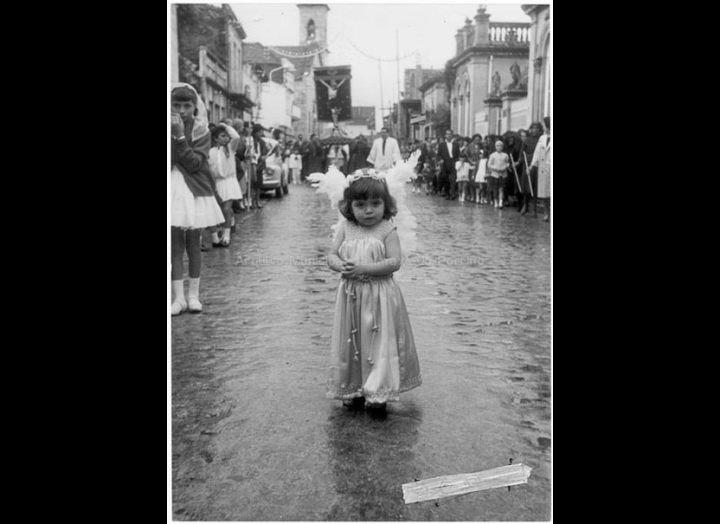 Festas do Cristo. Anxo na procesión. / Agustín Bermejo [1950 - 1970 (?)] / PROCEDENCIA: Fondo Juan Manuel Areal Grova