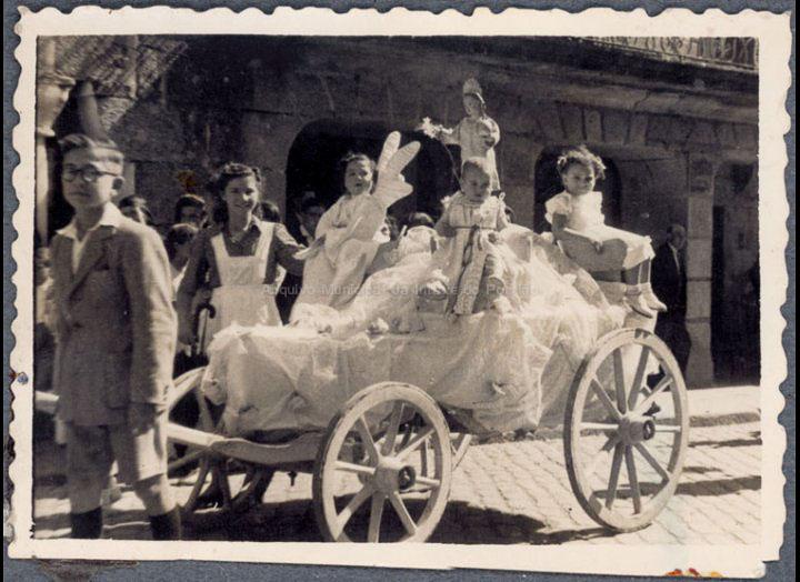 Festas do Cristo. Carro Triunfante. / Autor descoñecido [1940 - 1950 (?)] / PROCEDENCIA: Recollida O Porriño. Album familiar de Carmen Pexegueiro e Jesús Fdez. Castro