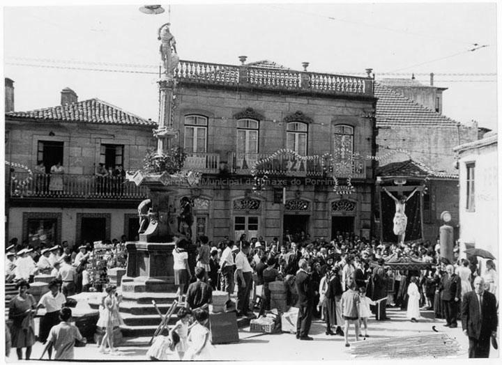 Procesión do Cristo da Agonía na praza do Cristo. / Agustín Bermejo [1950-1970 (?)] / PROCEDENCIA: Fondo Juan Manuel Areal Grova