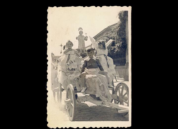 Carro Triunfante na procesión do Cristo. / Autor descoñecido. (Foto Company?) [1945-1960 (?)] / PROCEDENCIA: Recollida O Porriño. Álbum familar de Carmen Pexegueiro e Jesús Fdez. Castro