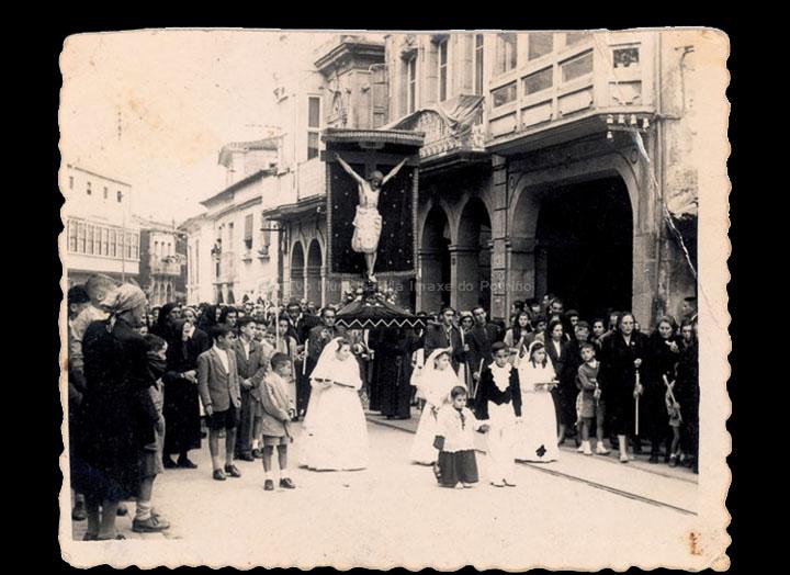 Procesión do Cristo da Agonía. / Foto Ramiro [1955-1957] / PROCEDENCIA: Recollida O Porriño. Álbum familar de Josefa Sío Casales