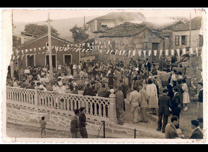 Inauguración da praza dos Aloques. / Autor Descoñecido [1950 - 1960] / PROCEDENCIA: Recollida O Porriño. Album familiar de Ramón Iglesias Pereiro