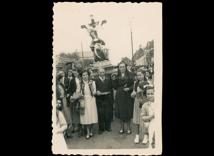 Procesión da Virxe das Angustias en Mos. / Foto Ramiro [18/09/1950] / PROCEDENCIA: Recollida O Porriño. Álbum familiar de Rita Martínez Fernández