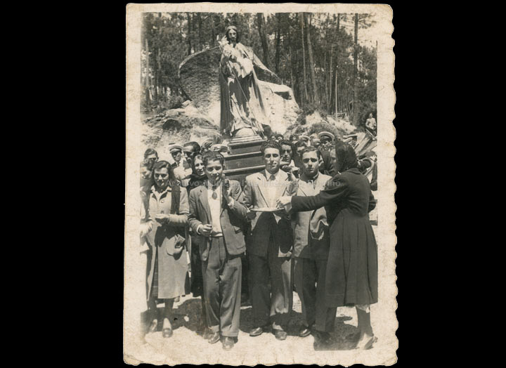 Procesión de San Xosé Obreiro en Carracido. / Foto Ramiro [1950-1955] / PROCEDENCIA: Recollida Carracido. Álbum familiar de Vanessa Rodríguez Besada