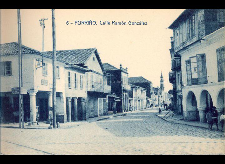 O Porriño. Rúa Ramón González. Tarxeta Postal. / Fototipia Thomas (Barcelona) [1928-1929 (?)] / PROCEDENCIA: Recollida O Porriño. Album familiar de Victoria E. Troncoso Rodríguez