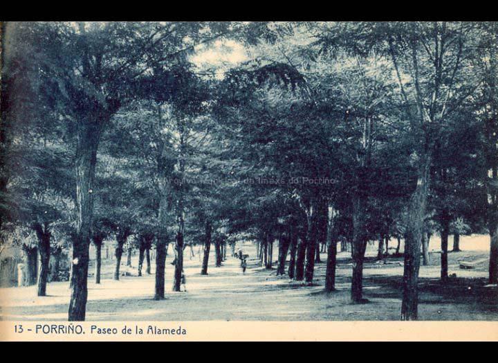 O Porriño. Campo da feira. Tarxeta Postal. / Fototipia Thomas (Barcelona) [1928-1929 (?)] / PROCEDENCIA: Recollida O Porriño. Album familiar de Victoria E. Troncoso Rodríguez