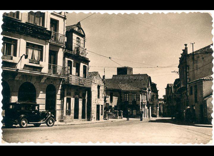 Praza da Central. Tarxeta postal. / Foto Casa Figuerola [Librería Paz] [Posterior a 1949] / PROCEDENCIA: Recollida O Porriño. Album familiar de Josefa Sío Casales